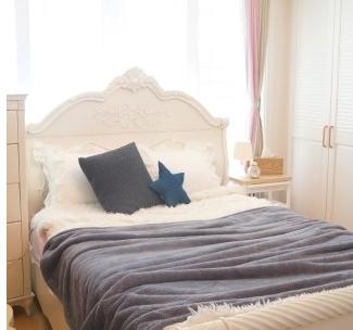 담요로 스타일에 보온성 살린 침실인테리어 팁