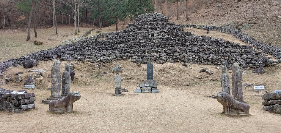 Sancheong Wangsan Spherical Royal Mausoleum