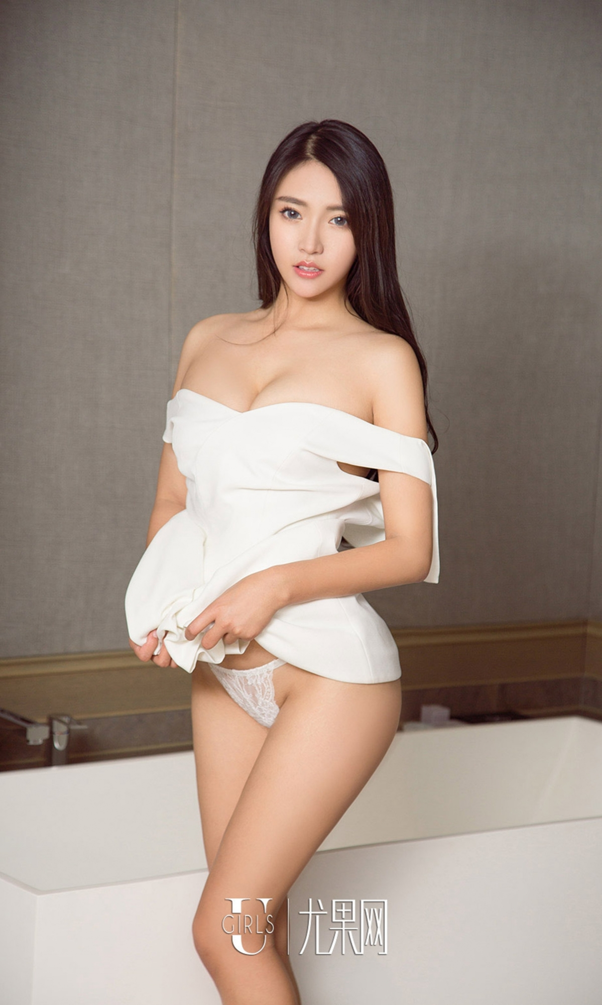 hot pose Chinese glamour